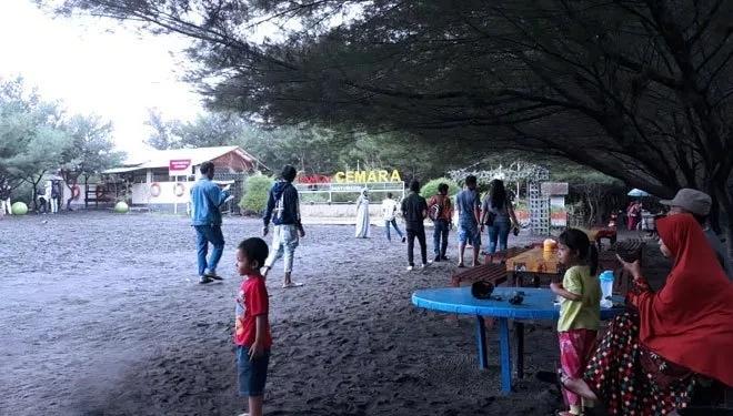 Liburan Nyepi 2019 Pantai Cemara Ramai Wisatawan Berita Banyuwangi